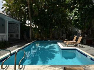 Sun Also Rises #2 - Papa`s Hideaway Historic Inn - Studio (2nd Flr), Key West