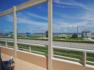 Tranquil, beachview, gourmet kitchen & lots of room Island Dream has it all!, Galveston
