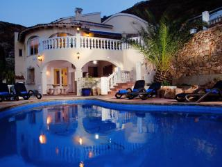 Villa Fleur - Lovely Family Villa with Hot Tub, Moraira