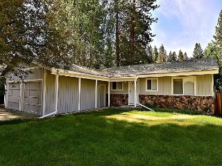 3BR/2BA South Lake Tahoe House with Hot Tub Under the Pines