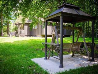 OVR's Martha's Retreat-Cozy retreat w/2 homes,hot tub &pool! Min to Ohiopyle!