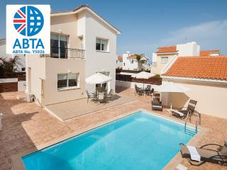 Oceanview Villa 082 - 2 bed - spacious pool area, Protaras
