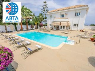 Oceanview Villa 104 - Grand and Spacious 5 bed, Protaras