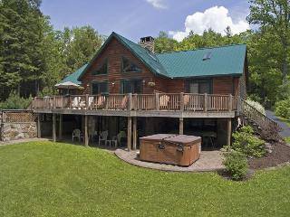 Exquisite5 Bedroom Log Home loaded with amenities on prime lakefront!, Oakland