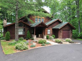Warm & Inviting Log Home w/Private Dock, Oakland