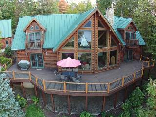 Extraordinary mountain chalet with breathtaking lake & mountain views!, McHenry