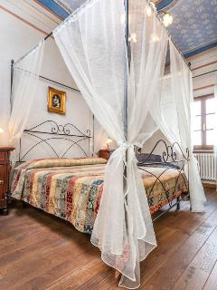 Master bedroom with frescoed '800 ceiling - (Picture by Tripadvisor)