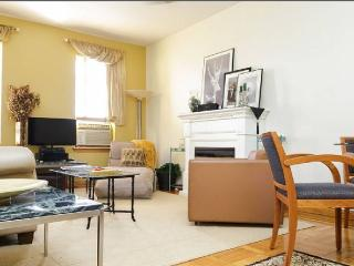 Charming, Spacious NYC 3-4 Bedroom is like a BnB!, New York City