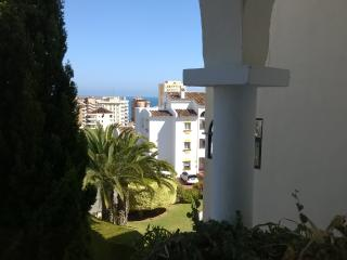 Spacious and sunny apartment with sea view, Fuengirola