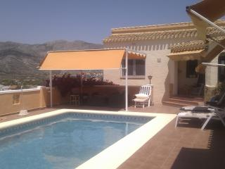 Casa de Tejo 3-alquiler chalet, piscina y montaña vistas, Orba