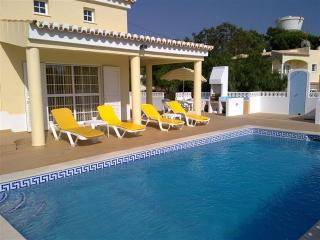 Villa Casa Jemb - Beautiful 3 Bedroom 3 Bath Villa between Porches and Carvoeiro