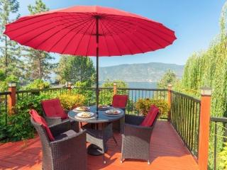Spanish style suite + large balcony overlooking Lake w/ semi-private beach!