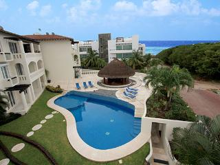 4 Bedroom Condo Only 1 Block the Beach -Sol 6, Playa del Carmen