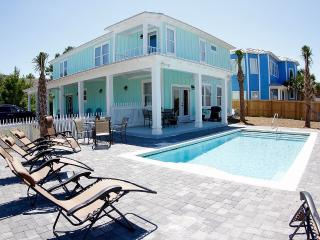 Brand new, 3 minute walk to beach, private pool