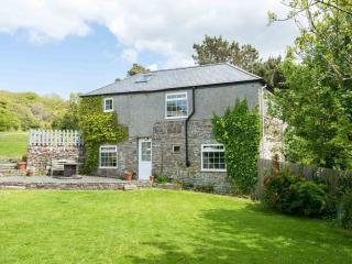 Cleave Cottage - converted ancient farm barn, Crackington Haven