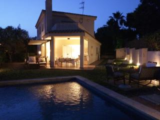 Villa con jardin y piscina