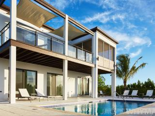 Luxury 4BR Villa Beachfront (500 ft) - Long Bay Beach