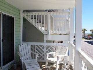 South Beach Ocean Condos - North - Unit 1 - Just Steps to the Beach - Ocean View FREE Wi-Fi, Tybee Island