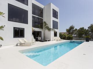 Villa minimalista de lujo en colinas de Sitges, Olivella