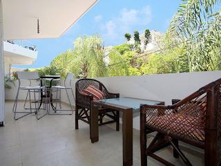 Mamitas Beach Condo Close to 5th Avenue - Capri 1C, Playa del Carmen