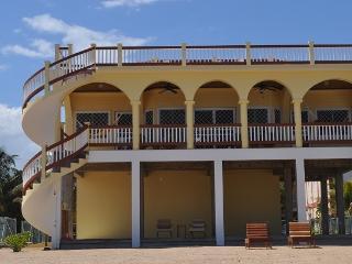 Beachfront House- 2 Bedrm Suites + Roof Deck, Hopkins