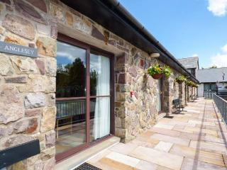 NO 1: ANGLESEY, ground floor, sauna, pet-friendly, excellent on-site facilities, near Pen-y-Cae, Ref. 925179, Pen-y-cae