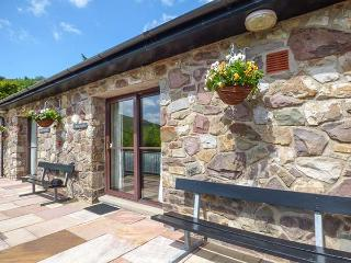 BRECON COTTAGES - CARDIGNASHIRE (NO. 3), ground floor, four poster, WiFi, on-site attractions, showcaves, near Pen-y-Ccae, Ref. 925181, Pen-y-cae