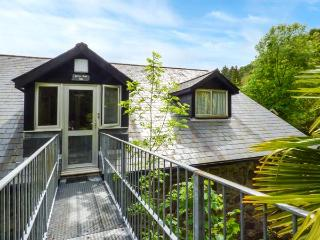 BRECON COTTAGES - CROWS NEST 2 (NO. 18), private sauna, en-suites throughout, on-site attractions, near Pen-y-Cae, Ref. 925422, Pen-y-cae