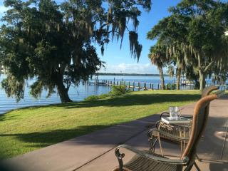 Princess Hana Villa on the Manatee River- 2 Bedroom 2 Bathroom, Ellenton