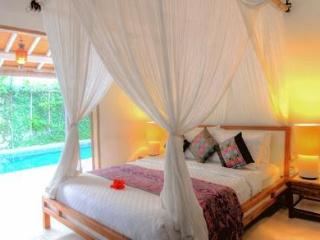 Linens are refreshed every 3 days or upon request at Villa 007.