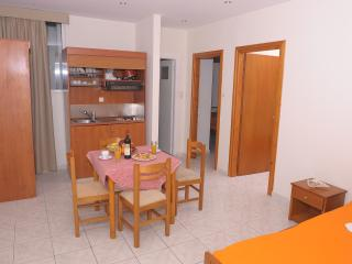 Central Cozy Apartment 150m from sandy beach!, Chersonisos