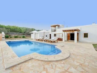 Villa with beach,barbecue Sant, Cala Llonga