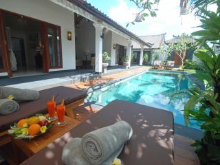Villa Avani - airport trans / breakfast included, Seminyak