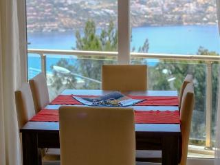 Breakfast, lunch or dinner all with this stunning sea view
