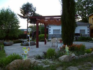 Casa rural Las Eras gran Jardín privado 6 personas, Hoyocasero