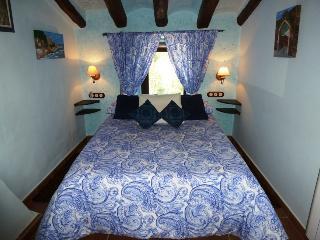 ROMANÍ I FARIGOLA  HABITACIÓN FAMILIAR-HOTEL RURAL