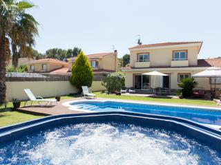 VILLA BARCELONA 4 BEDROOM WITH POOL