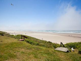 Beach Club - Ocean Front Roads End Hm Ocean Vw Hot Tub & Private Beach Access, Lincoln City