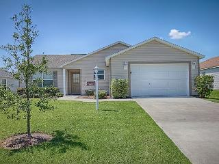 Great location.Sandpiper model in The Villages, FL with free use of golf cart
