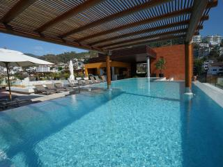 Amazing New 5* 1BR 2BA 5min to beach Fab Pool&View