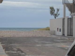 10 metri dal mare app.rita torre lapillo 1/8agosto, Torre Lapillo