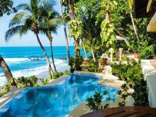 Casa Oceano- exquisite beachfront infinity pool- alfresco shower, near golf, Tambor