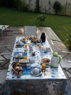 Le petit déjeuner pris sur la terrasse
