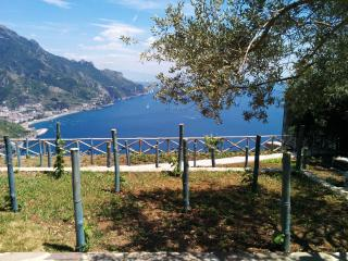 New panoramic Chalet with porch and barbecue area, Ravello