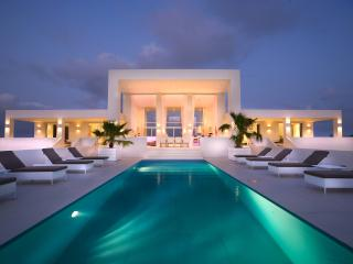 Luxury villa with breath-taking panoramic views