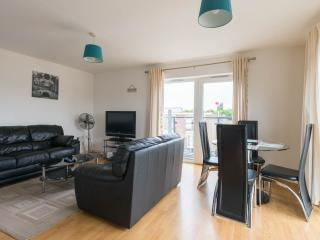BEAUTIFUL  2 BEDROOM APARTMENT WITH WI FI,SLEEPS 6, Londres