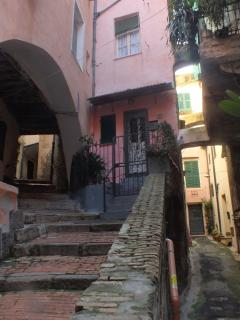 Centro storico secondo solo a Genova per la dimensione e abitanti