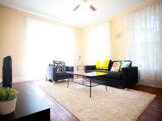 Spacious 1BR w/ Office in Hyde Park, Austin