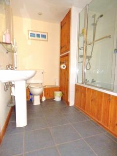 Meal House Ground Floor Double room en suite with Power Shower over Bath