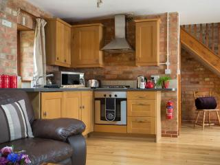 The Hayloft Cottage, heated pool & hot tub - onsite farm shop & cafe